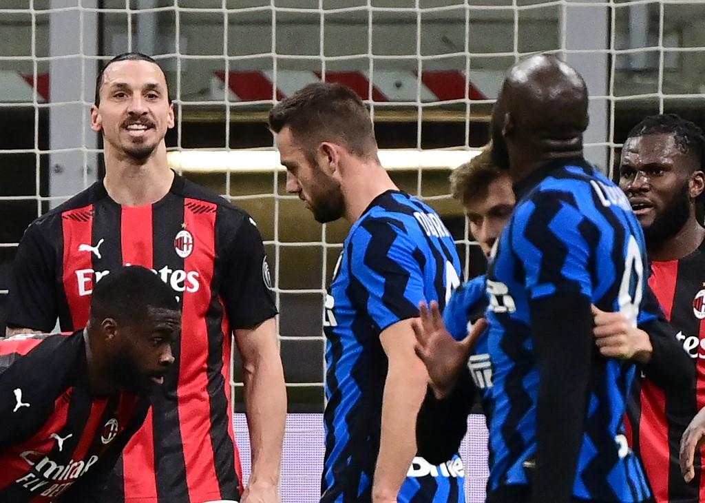 Ex-companheiros de United, Lukaku e Ibrahimovic discutiram feio no final do primeiro tempo