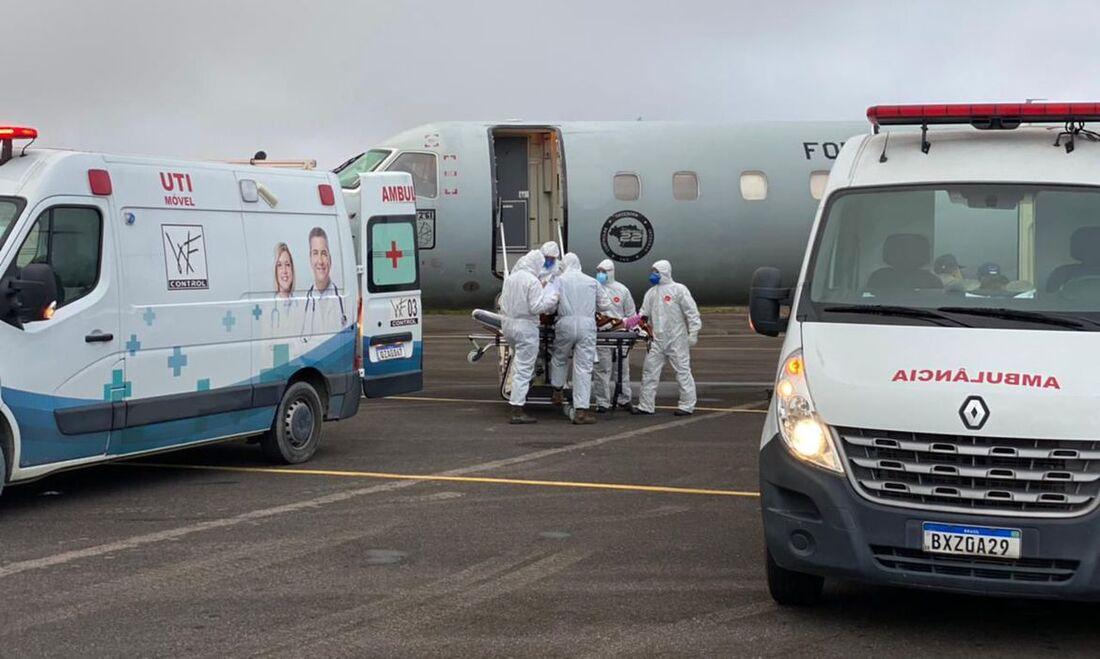 Embarque de pacientes de Manaus para transferência em outros estados