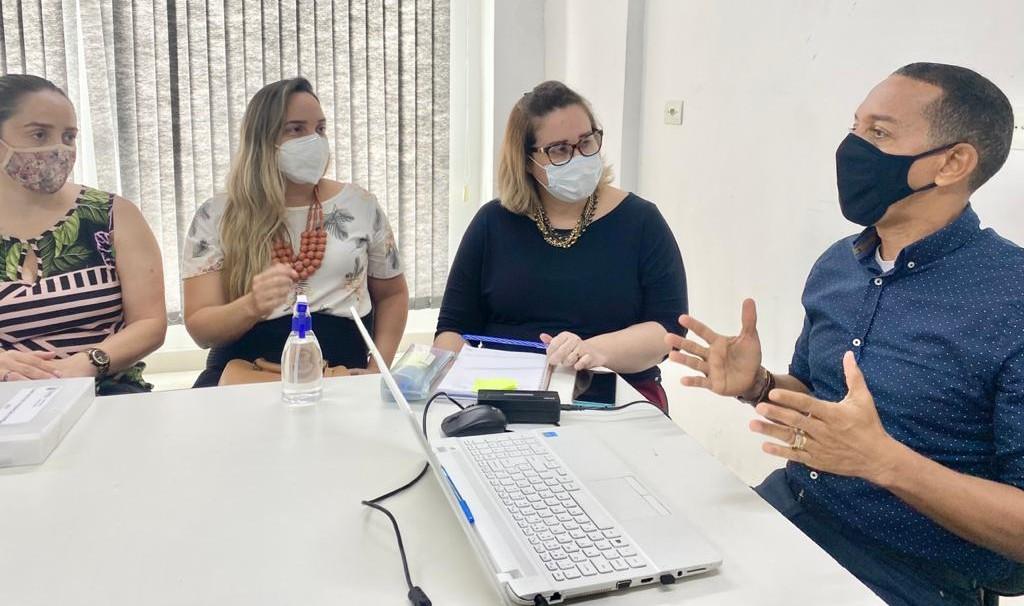 Professor Lupércio comandou reunião sobre planejamento da campanha de vacinação contra a Covid-19, nesta segunda (11)