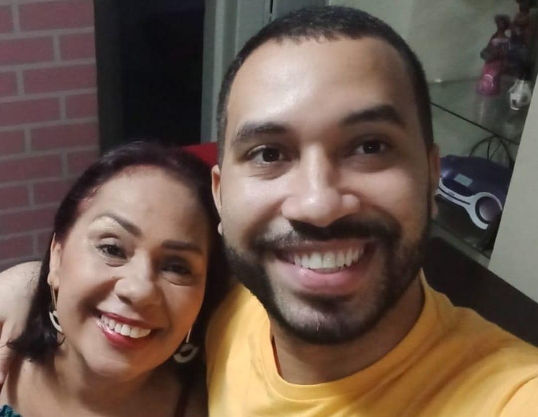 Jacira e o filho Gilberto, participante do BBB 21