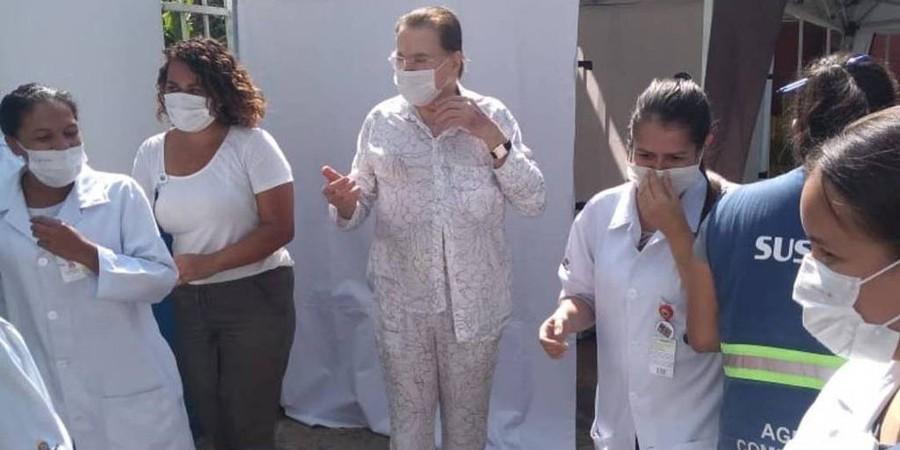Silvio Santos após receber a vacina