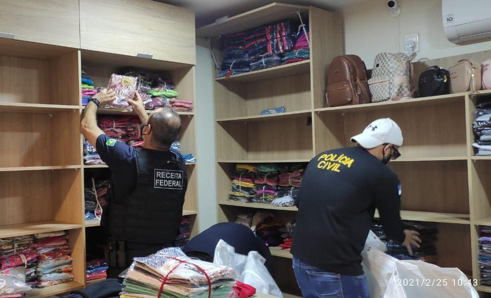 Foram apreendidas 2 toneladas de mercadorias entre roupas, bolsas e sapatos
