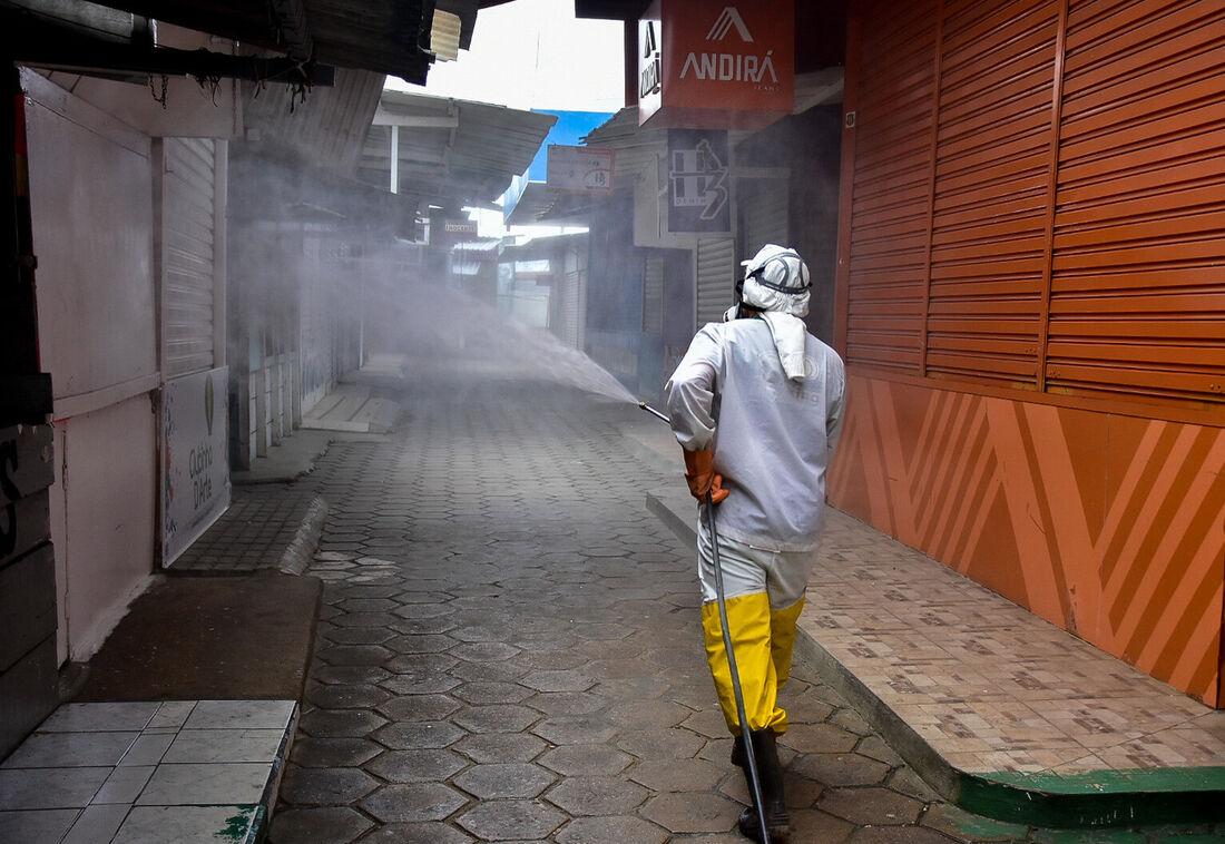 Desinfecção do Parque 18 de maio, em Caruaru