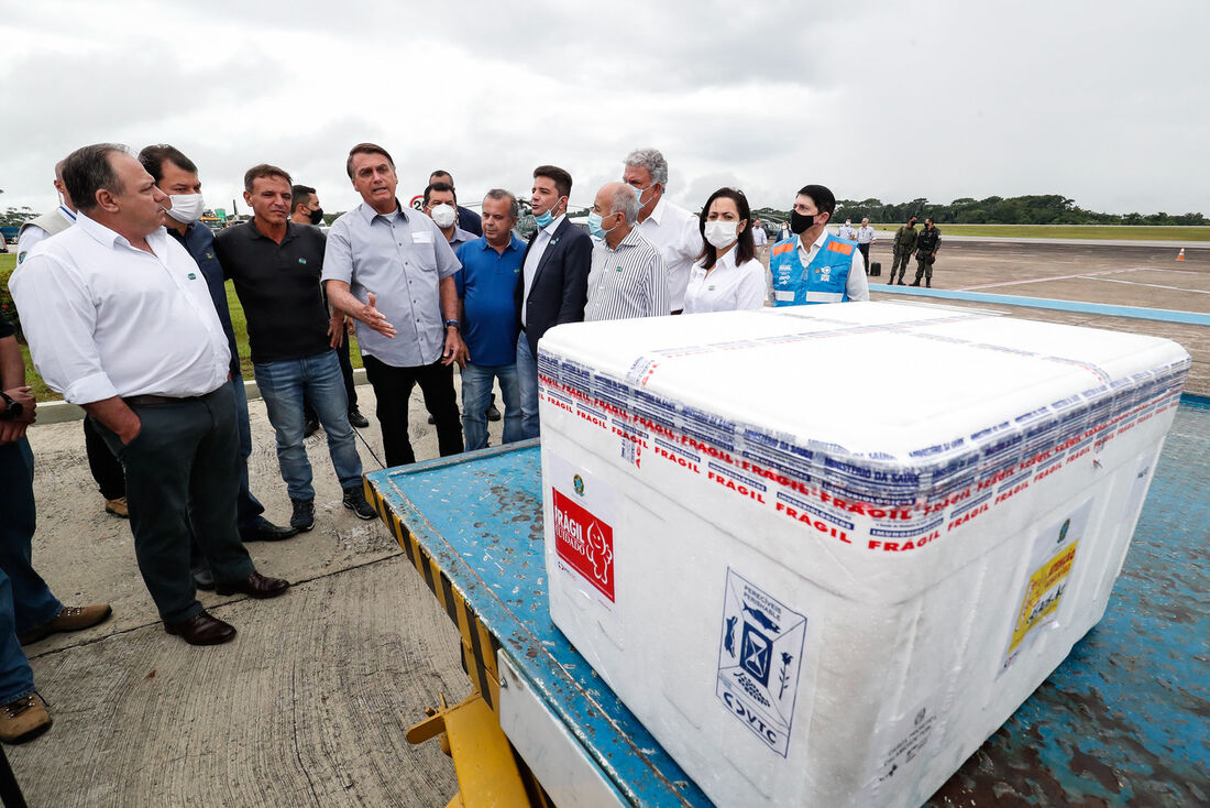Jair Bolsonaro em visita às áreas afetadas pelas enchentes no Acre