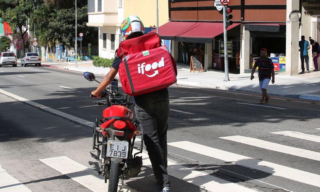 iFood investiu em ações de responsabilidade social, destinando R$ 100 milhões em apoio aos entregadores