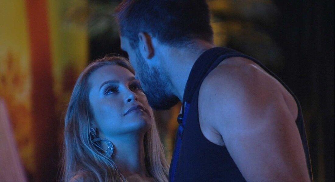 Arthur se declara para Carla Diaz durante a Festa da Líder Sarah