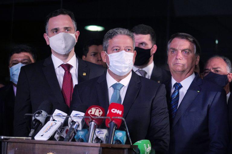 Pacheco, Lira e Bolsonaro em coletiva após o recebimento da Medida Provisória