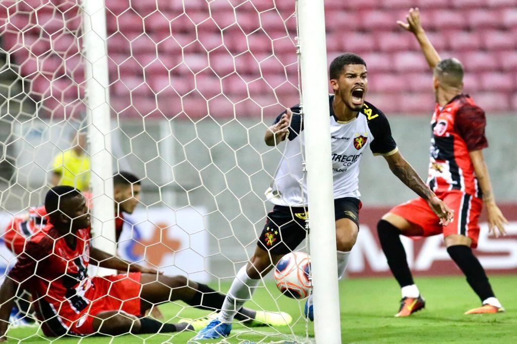 Ítalo comemora o gol de empate do Sport na partida