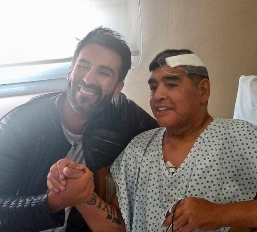 Maradona ao lado do médico Leopoldo Luque