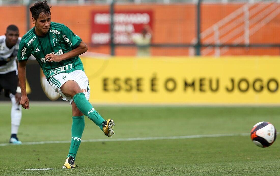 José Aldo passou pela base do Palmeiras