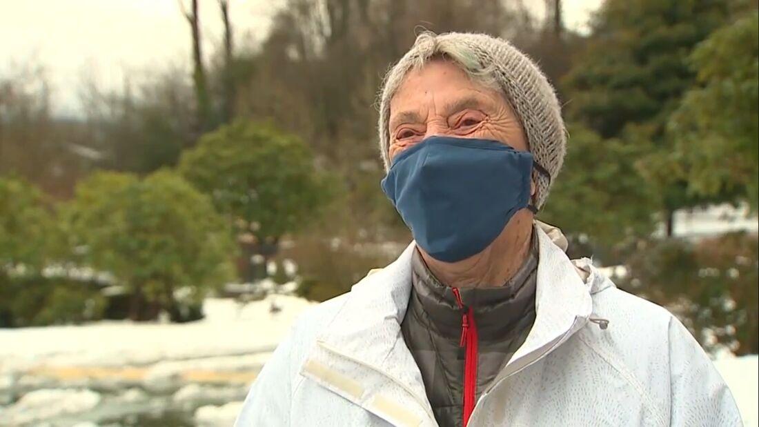 Após sua jornada, Fran Goldman recebeu sua dose da vacina