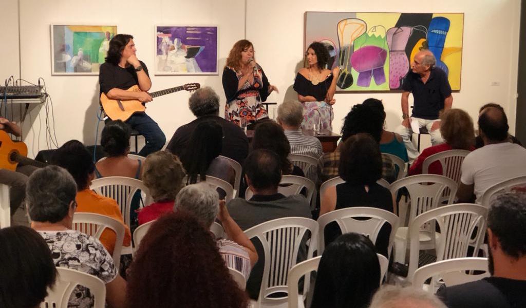 Encontros como o de Nena Queiroga e Mayra Clara integram programação que pode ser assistida em vídeo