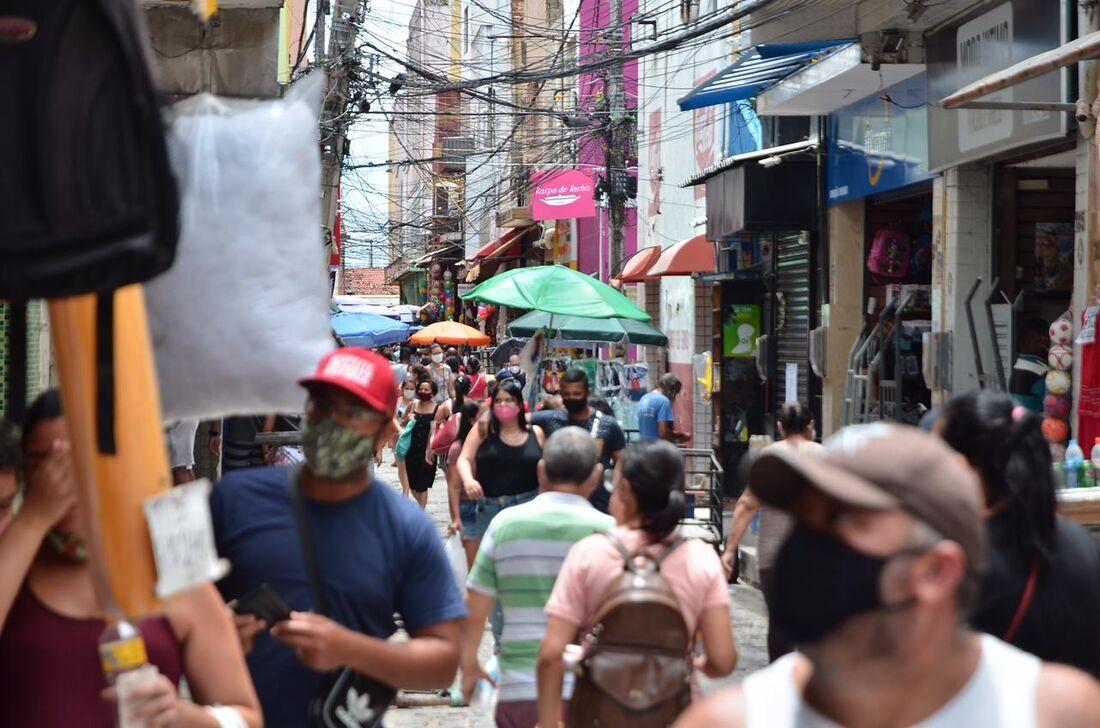 Consumidores no Centro do Recife