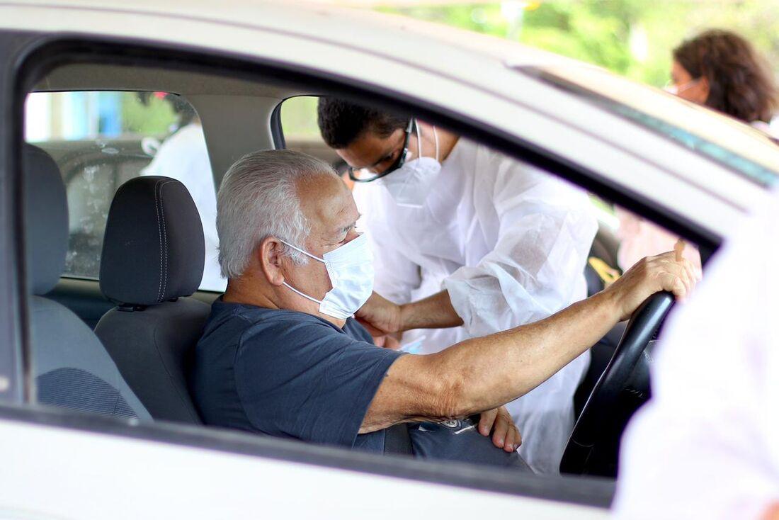 Vacinação de idosos acima de 75 anos no Recife