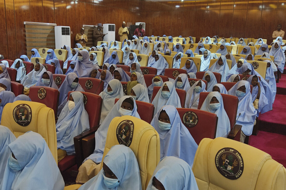 Após serem libertadas, as estudantes participaram de cerimônia na sede do governo do estado de Zamfara