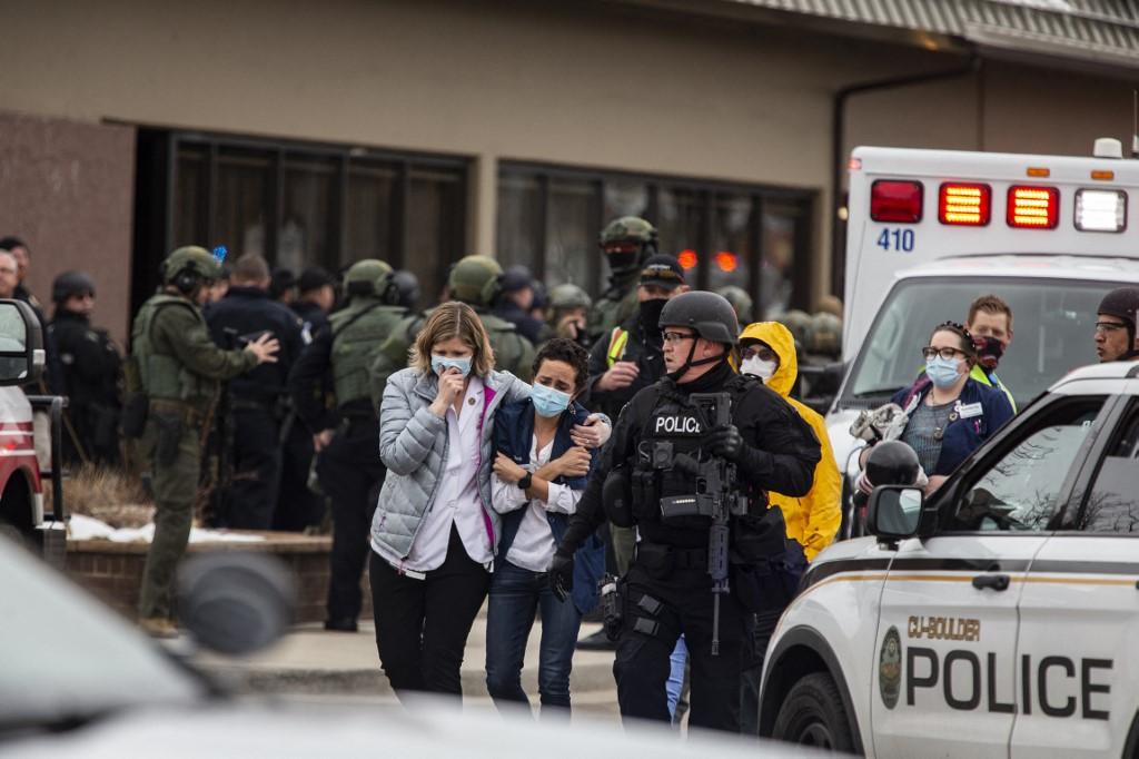 Ataque deixa 10 mortos em supermercado no Colorado