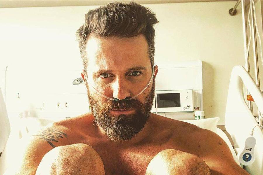 Cantor sertanejo Marlon em maca de hospital fala sobre 'dias difíceis' que passou por causa da Covid-19
