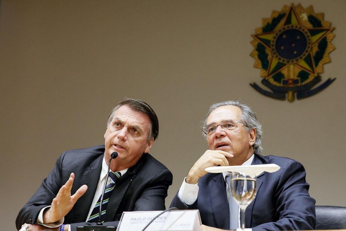Jair Bolsonaro, presidente do Brasil, e Paulo Guedes, ministro da economia do País
