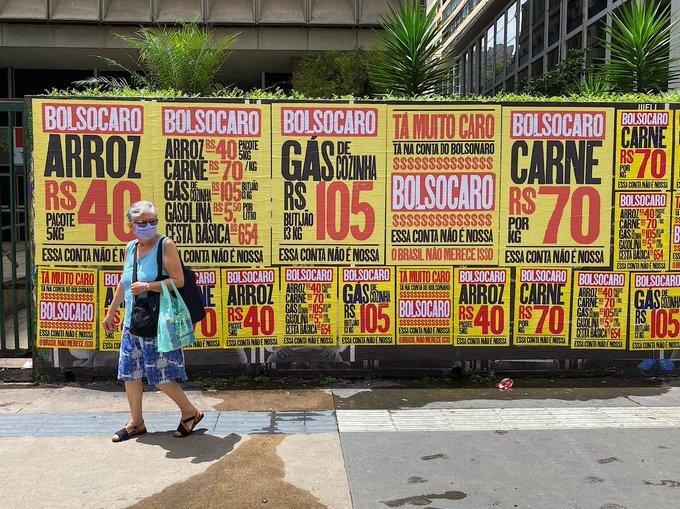 Grupo espalhou cartazes pela capital paulista