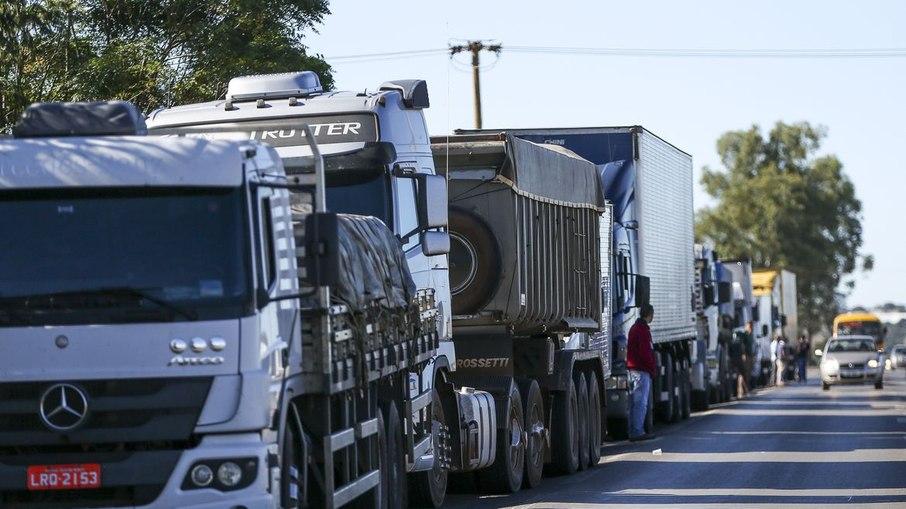 Caminhoneiros voltam a tentar iniciar uma nova greve após o aumento do diesel anunciado nesta segunda-feira (01)