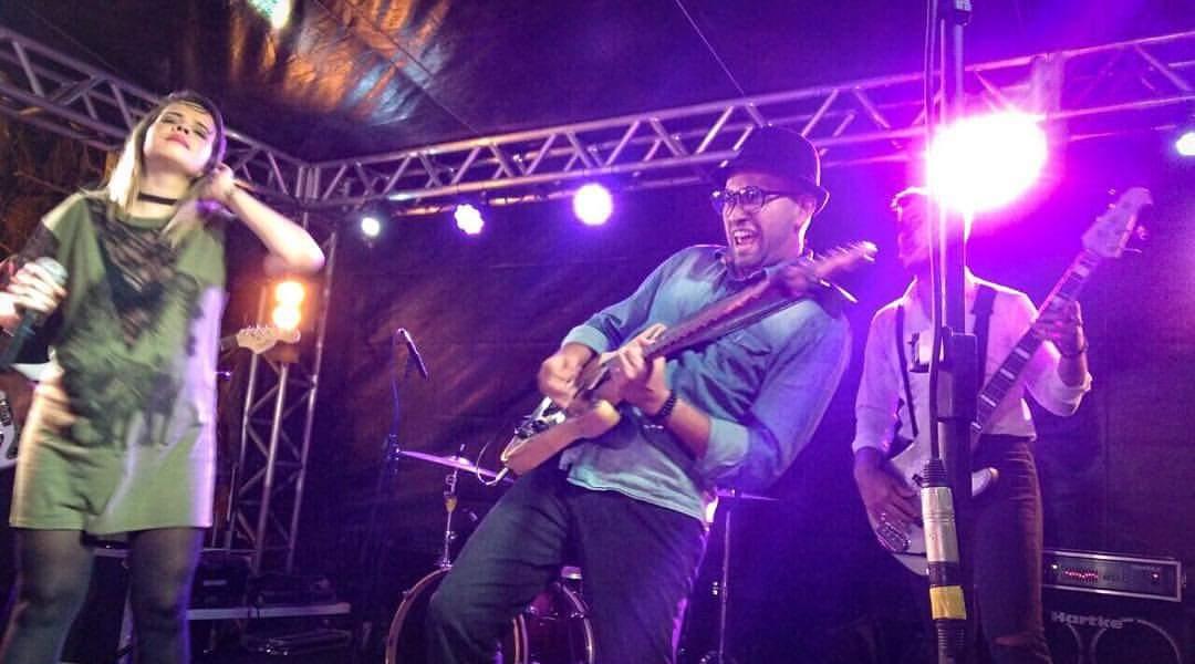 Mosien Mariano vendeu a guitarra e amigos a deram de volta