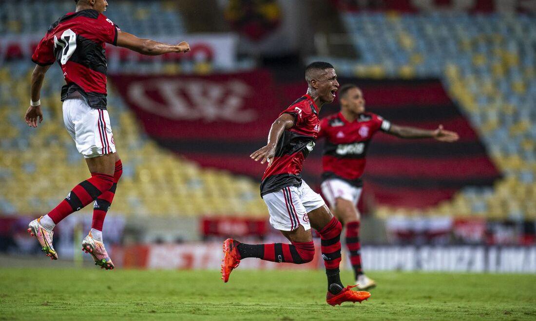 Com golaço no fim, Flamengo vence Nova Iguaçu em estreia no Carioca - Folha  PE