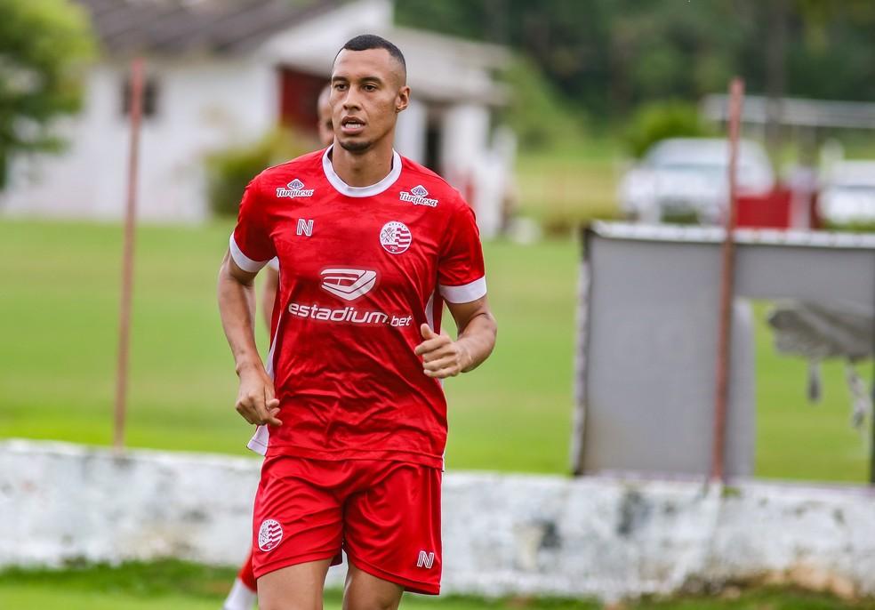 Salatiel disputou 25 jogos com a camisa do Náutico, marcando dois gols