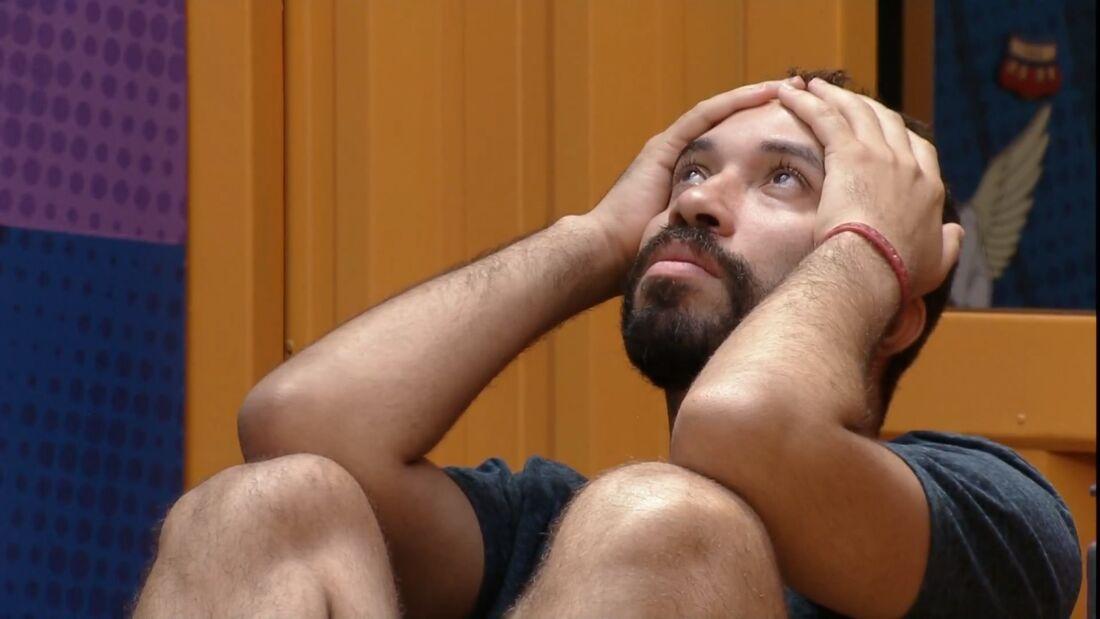 Gilberto na academia durante um momento do programa