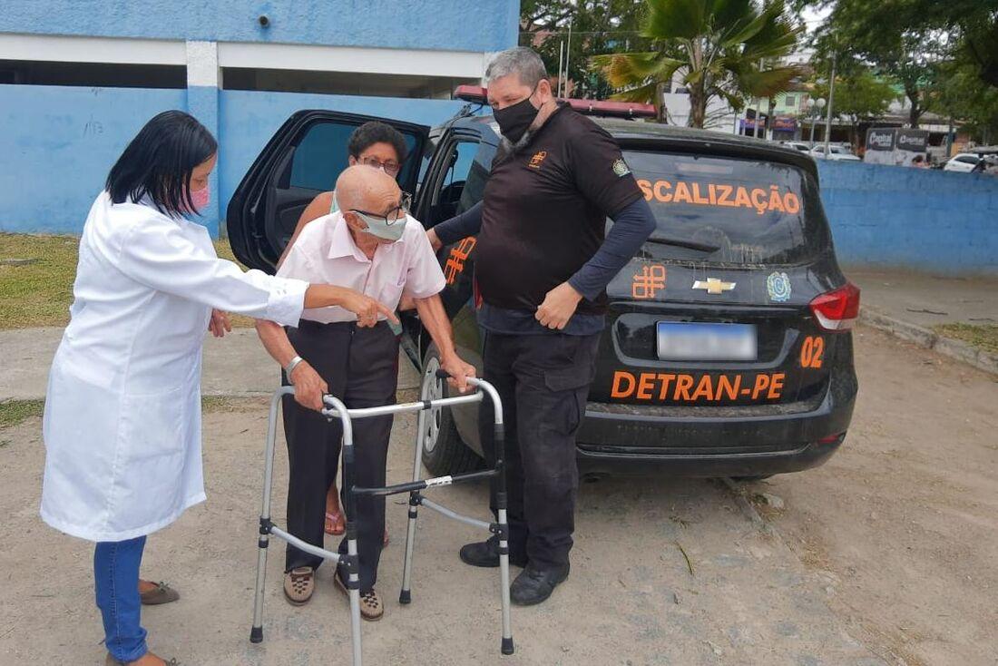 Agentes do Detran-PE auxiliam os trabalhos nos pontos de vacinação