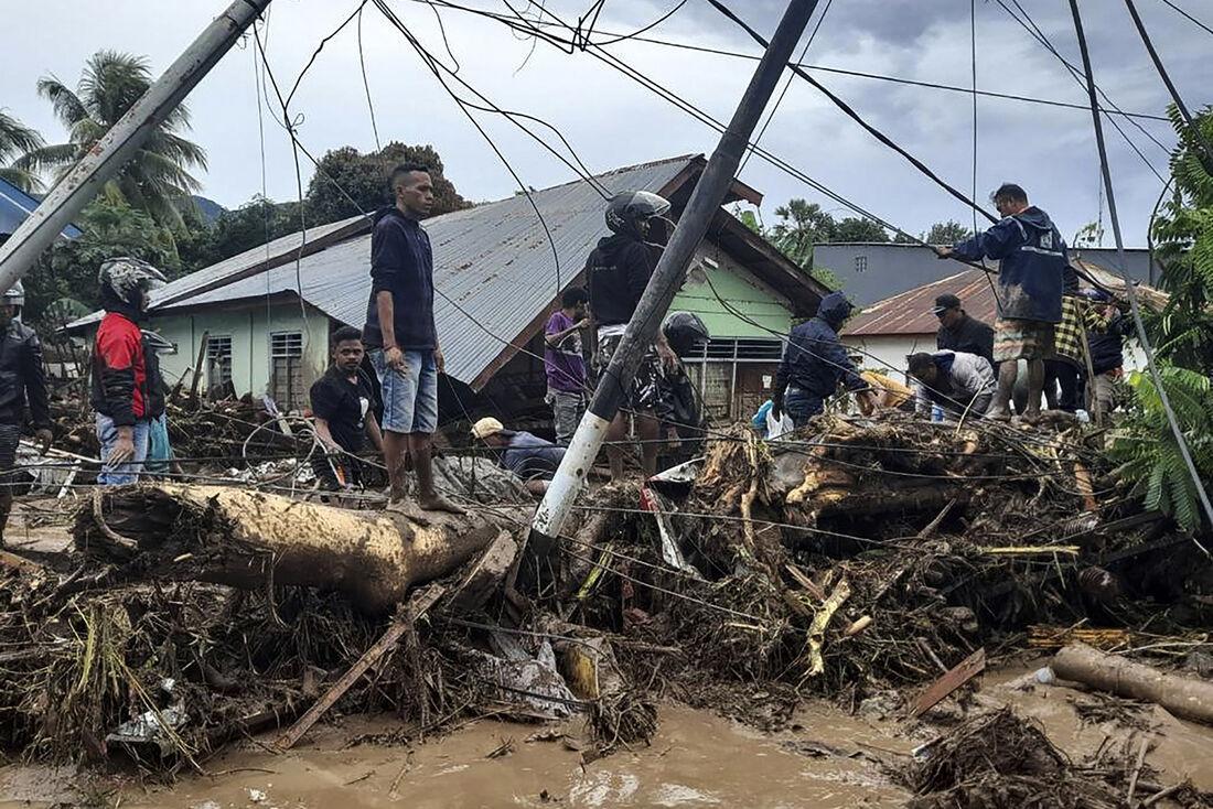 Destroços do terremoto na Indonesia