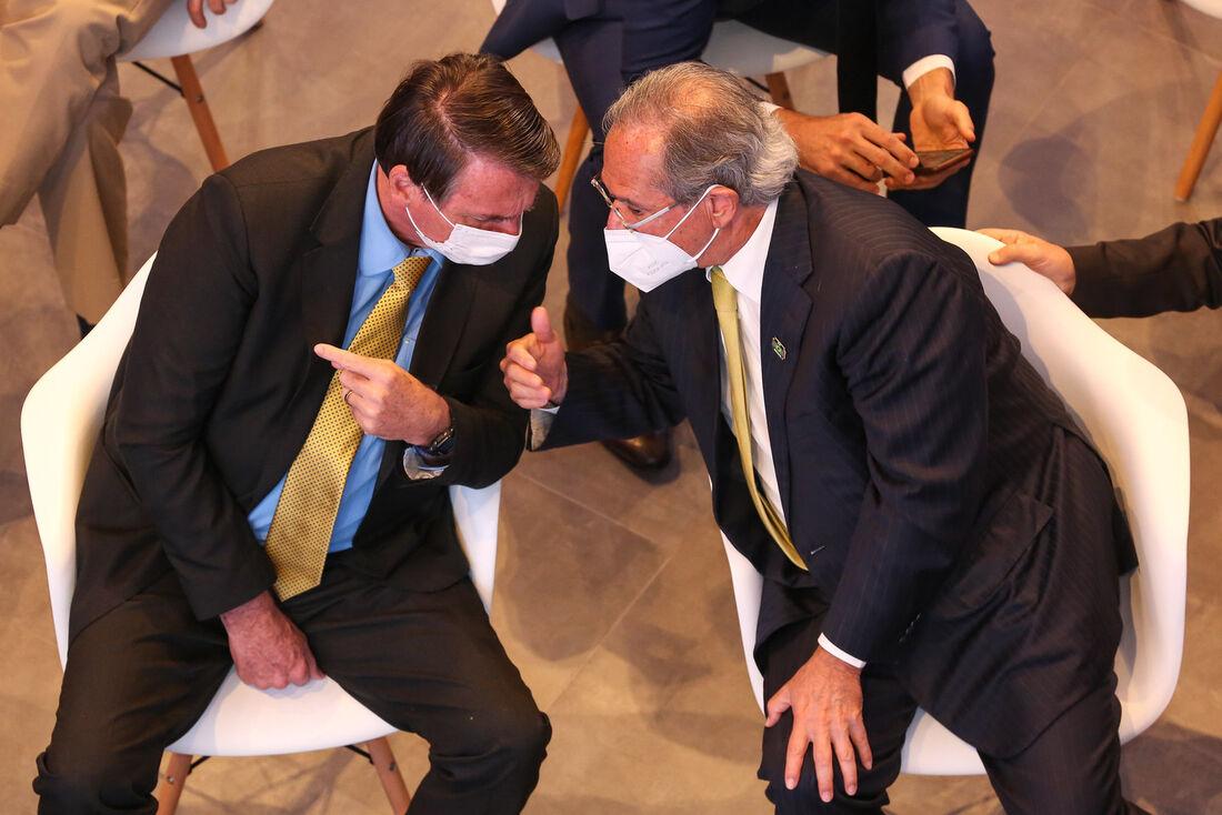 O presidente Jair Bolsonaro (sem partido) e Paulo Guedes, ministro da Economia