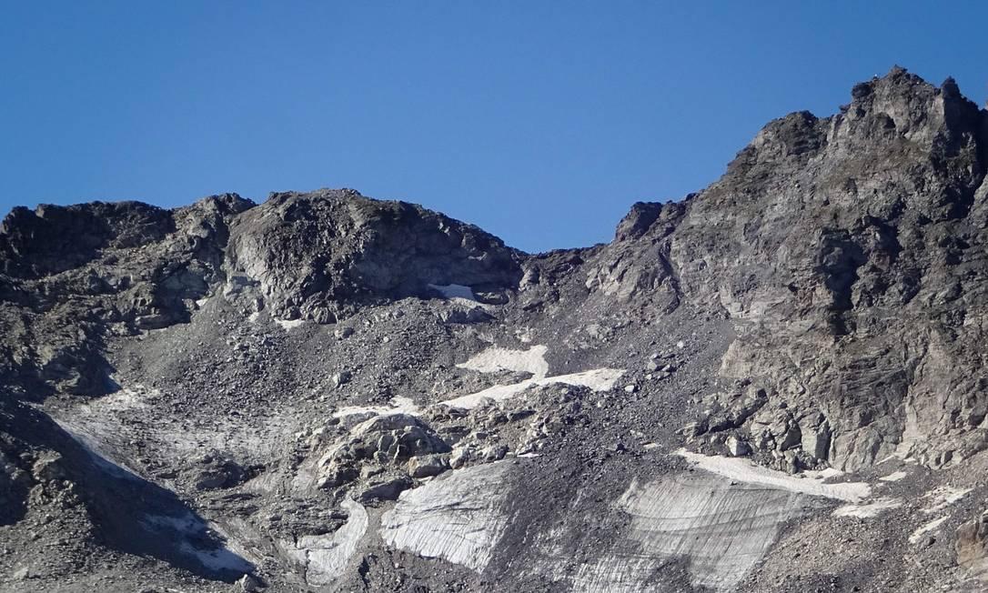 Espaço onde ficava geleira que derretou completamente nos Alpes suíços