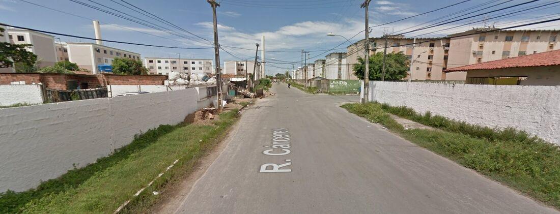 Rua Cárceres, em Candeias