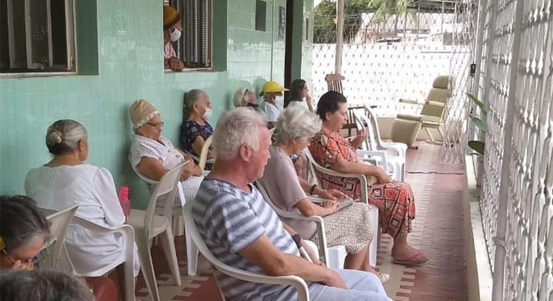 Lar funciona há 35 anos no Recife
