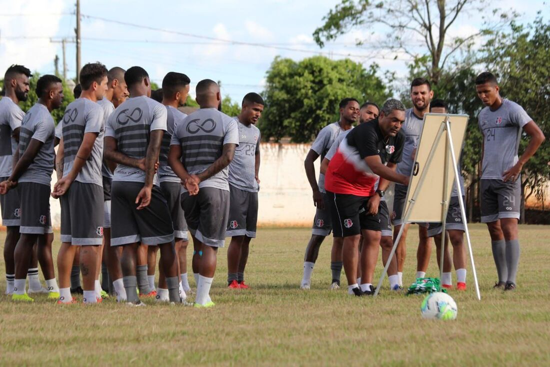 Roberto de Jesus será o responsável por comandar o Tricolor diante do Cianorte