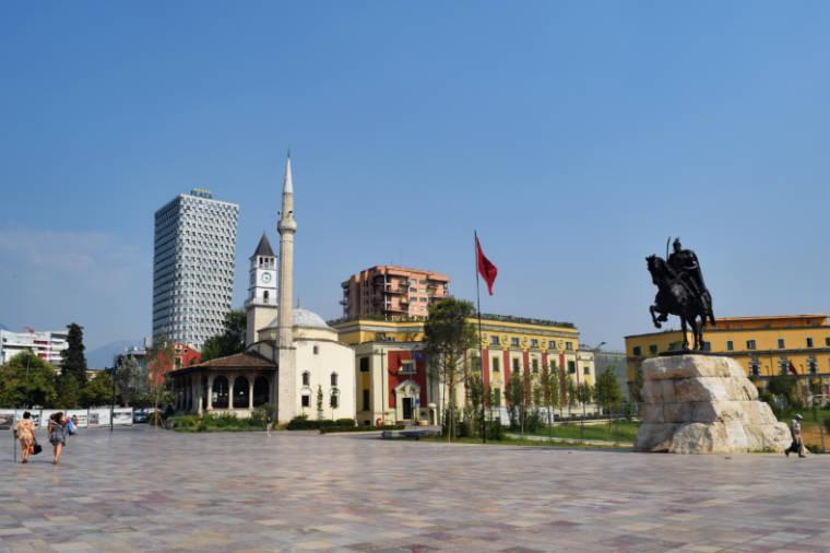 Praça em Tirana, na Albânia