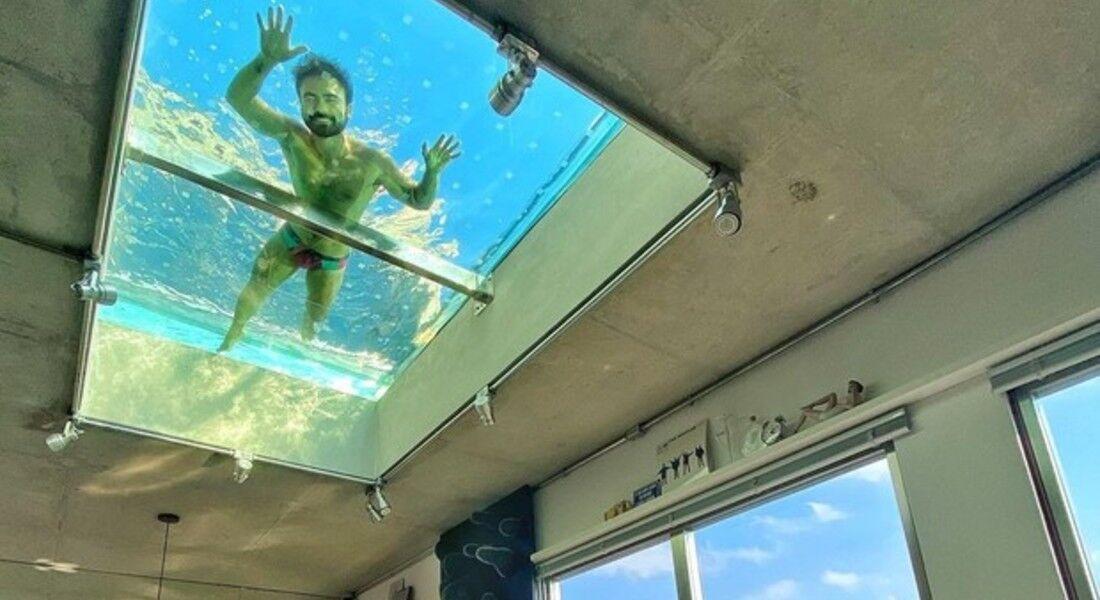 Mauro Sousa mostra piscina transparente no teto