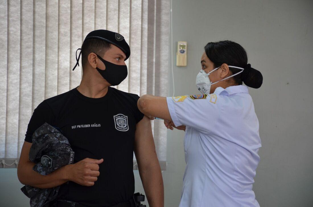 Primeira remessa de doses recebidas pela PM cobre 7% do efetivo
