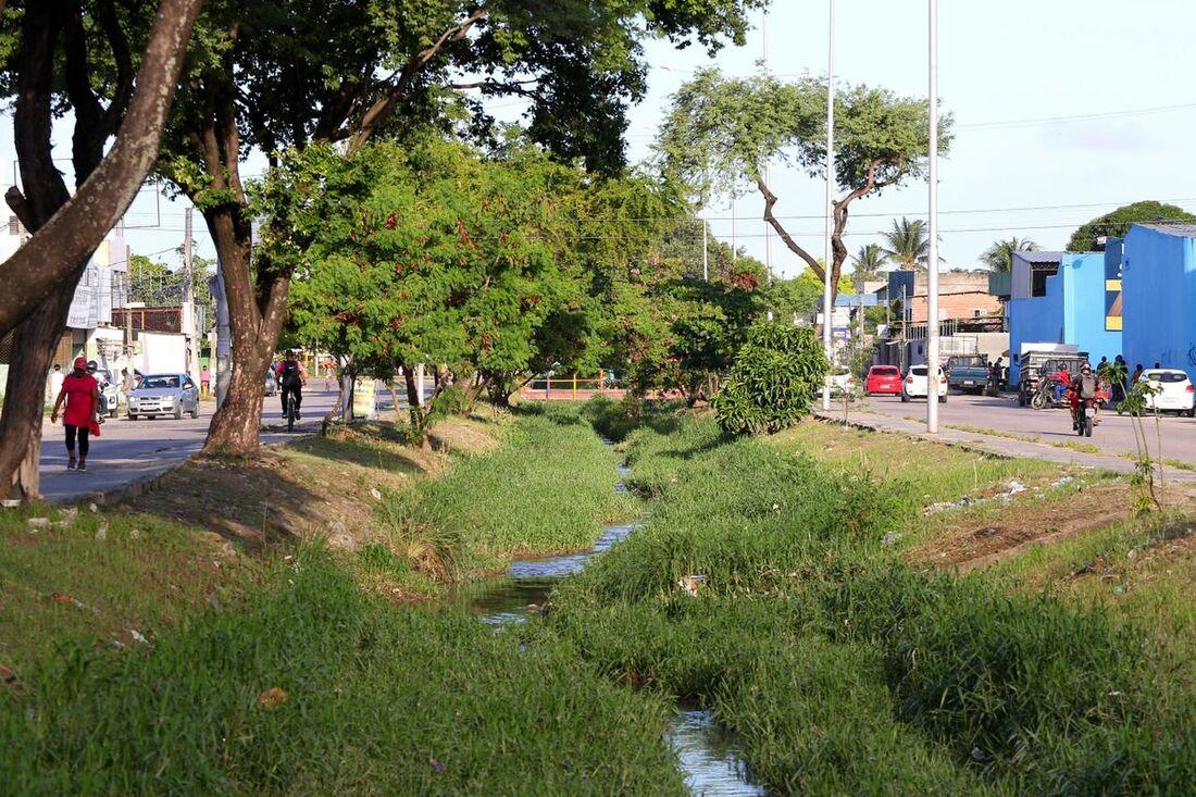 Canal dos Bultrins é um dos canais que recebe ação da Operação Inverno em Olinda