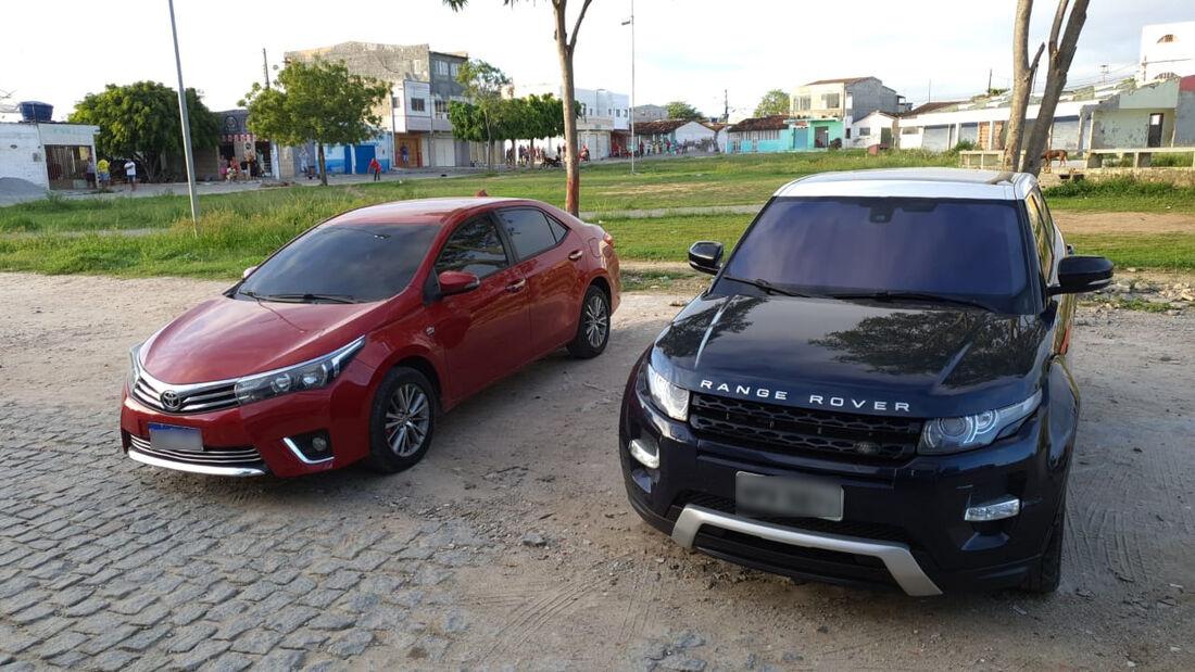 Corolla e Range Rover apreendidos pela operação