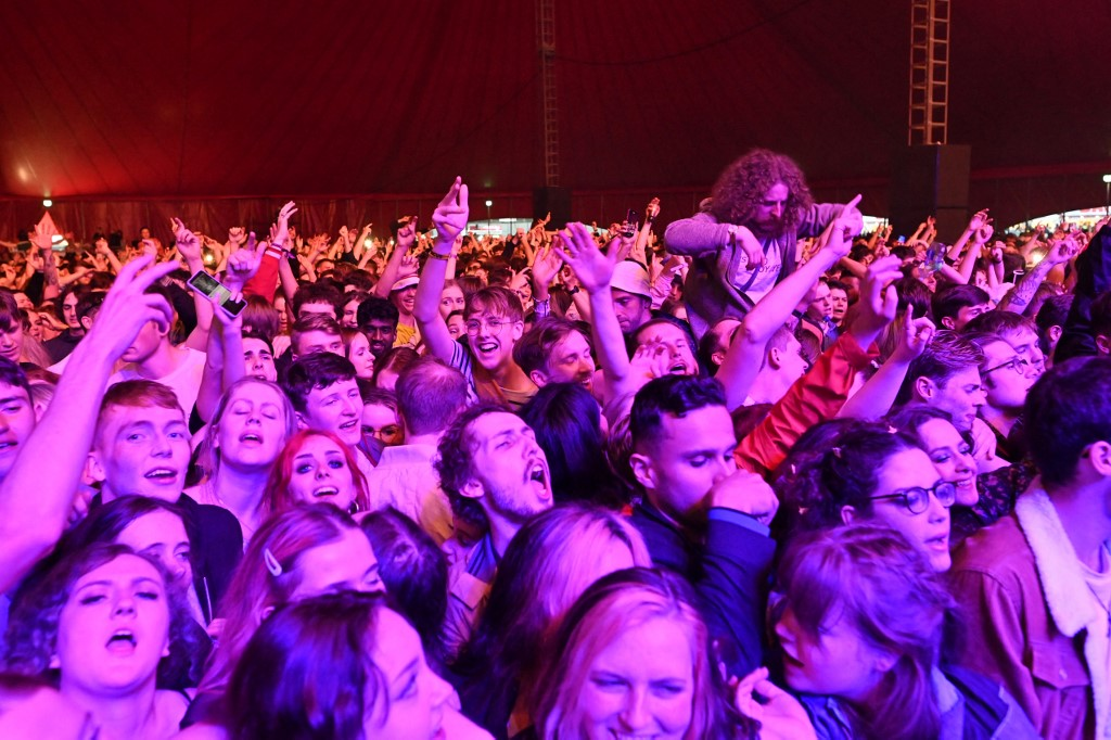 Show teste com 5 mil pessoas, em Liverpool