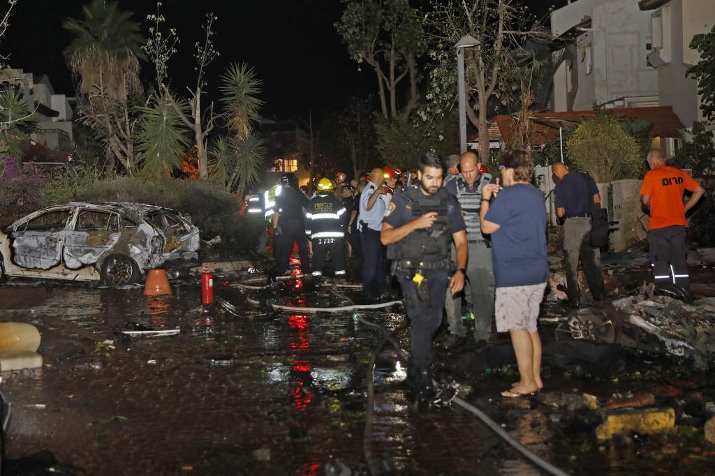 Um dos foguetes lançados pelo movimento palestino Hamas atingiu a cidade israelense de Rishon Lezion
