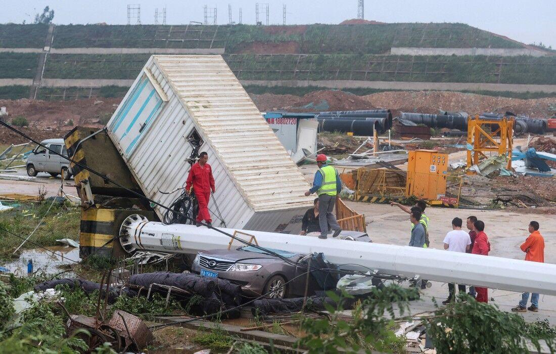 Ventos violentos atingiram, na sexta-feira à noite, a cidade de Wuhan