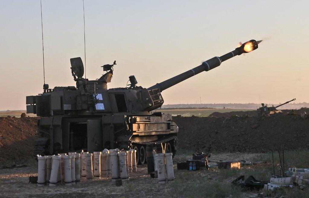 Soldados israelenses disparam mísseis