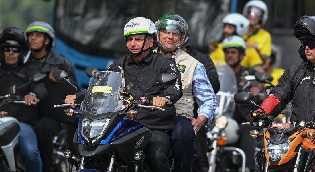 Bolsonaro passeia de moto no Rio de Janeiro
