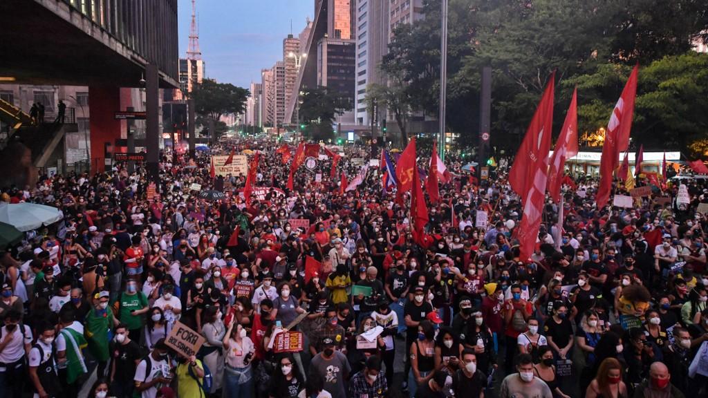Protesto reuniu milhares na avenida Paulista, em São Paulo