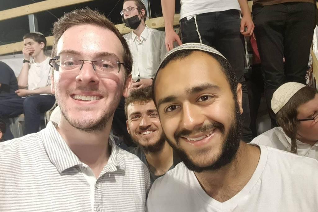 O brasileiro Daniel Rabinovitsch (de óculos), durante festival religioso em Israel