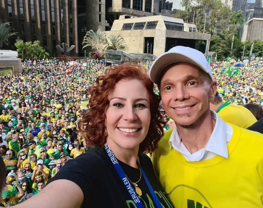 Carla Zambelli e cantor Netinho
