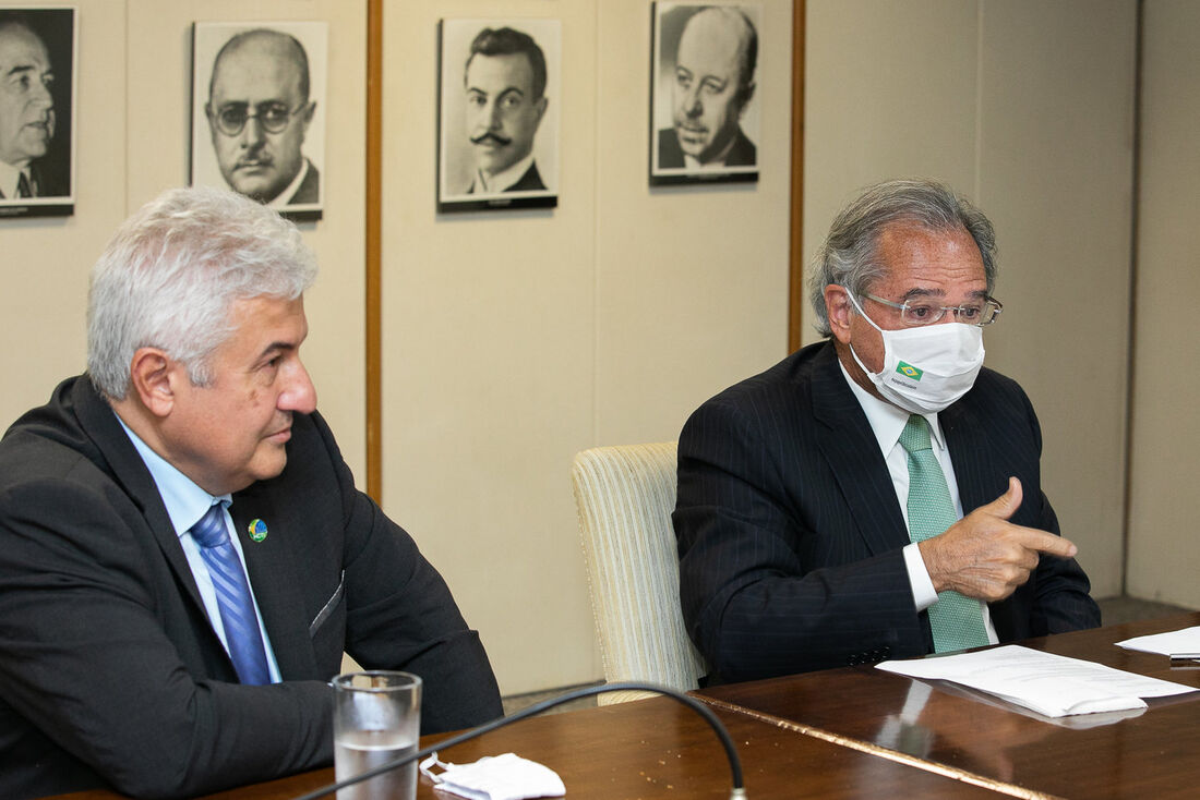 Os ministros da Economia, Paulo Guedes, e da Ciência, Tecnologia e Inovações, Marcos Pontes