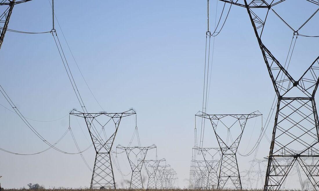 PL propõe que tributos indevidamente recolhidos pelas distribuidoras de energia sejam devolvidos ao